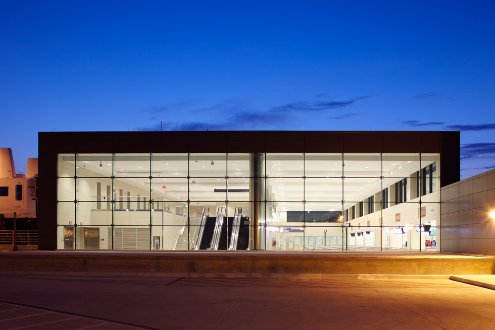 architectural photographer Dana Hoff photograph shot in Dulles Airport
