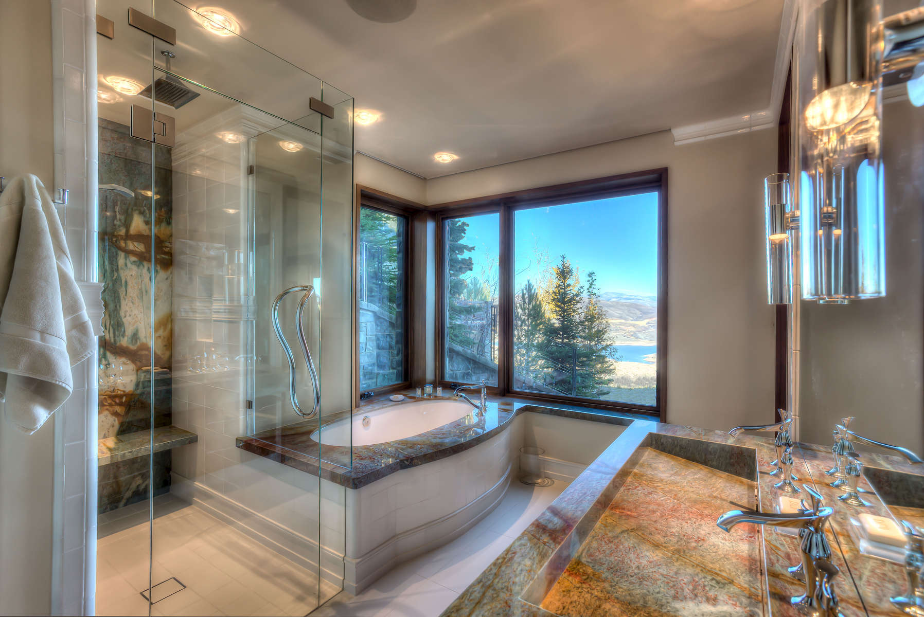 O_Brien-3606-58_E0E5637_Gold-and-Cream-bathroom-Edit