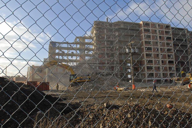 CHICAGO, ILLINOIS.  1015 N. Larrabee meets the wrecking ball on December 27, 2007.  The {quote}Reds{quote} as Cabrini Green residents knew the low-rise red brick buildings that once formed part of the sprawling housing project, are being torn down as part of the Chicago Housing Authority's {quote}Plan for Transformation,{quote} making way for  housing developments that outprice long-time tenants.