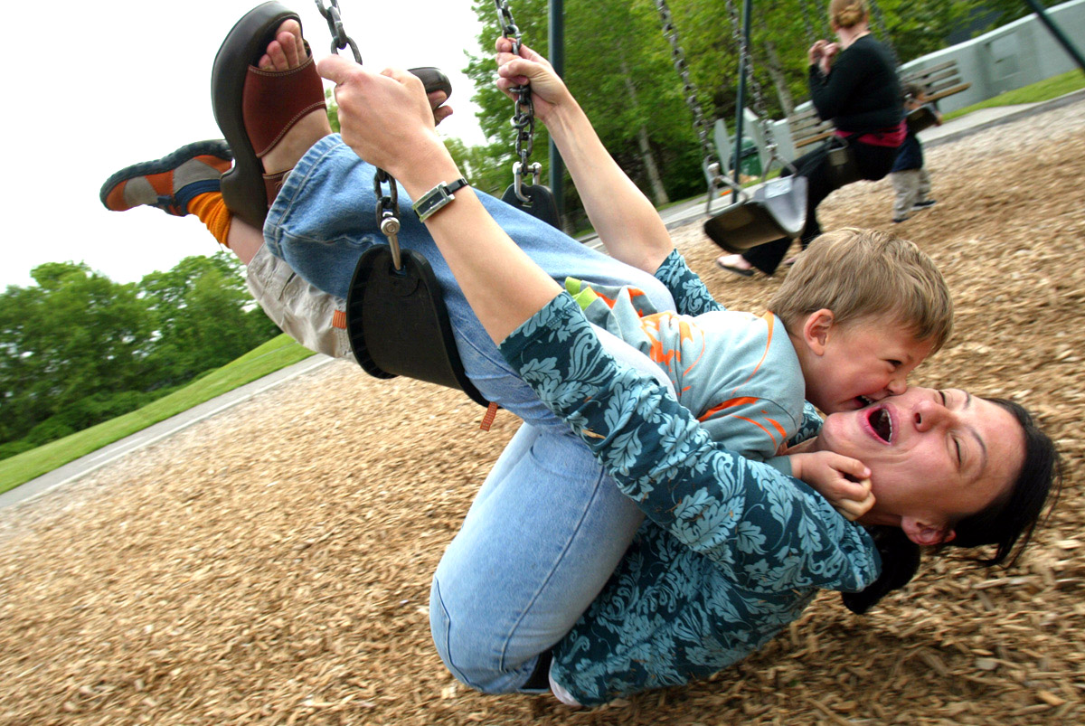 Vera Ranguelova plays on a swingset with her son Yoan, age 3, both from Lake City, WA in Laurelhurst on May 9, 2006. (PI photo/Karen Ducey)