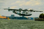 Dornier lands in Hudson River