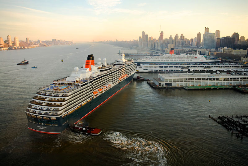 Only known aerial image of QV docking on maiden voyage to NYC, with QE2.
