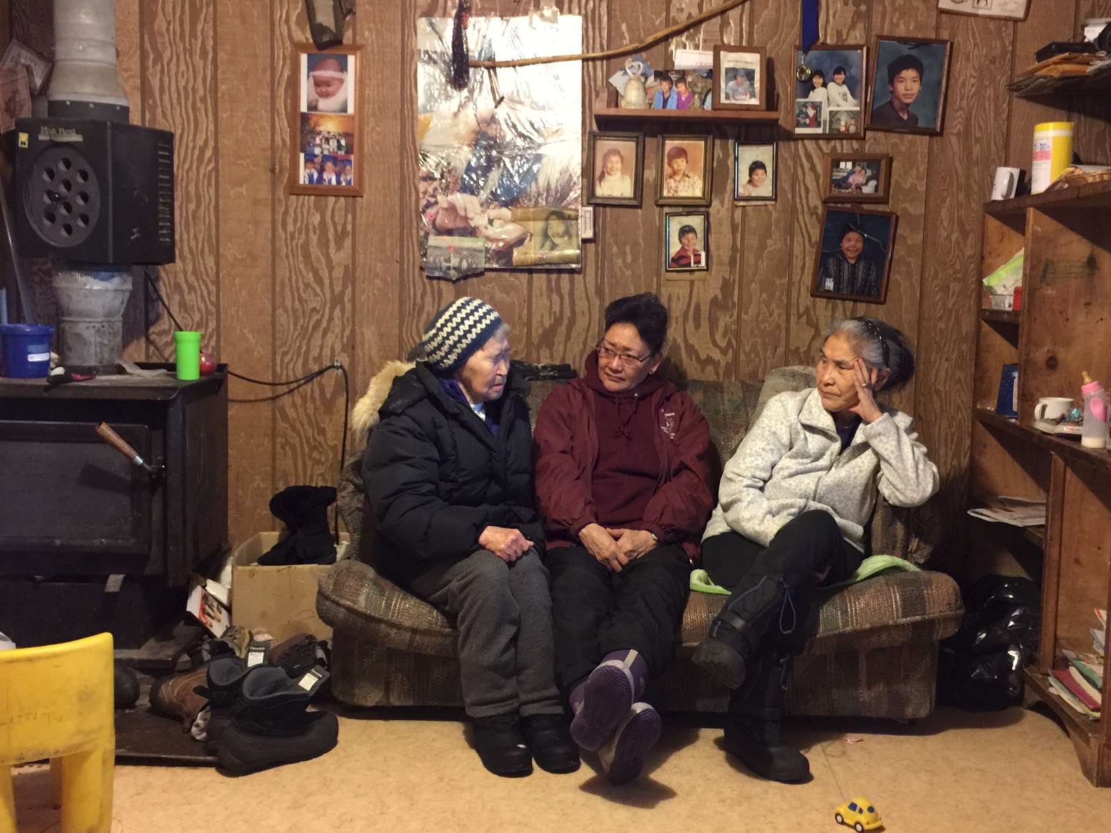 Mardy Hanson, center, of the Calricaraq team talks with family of the victim and perpetrator.