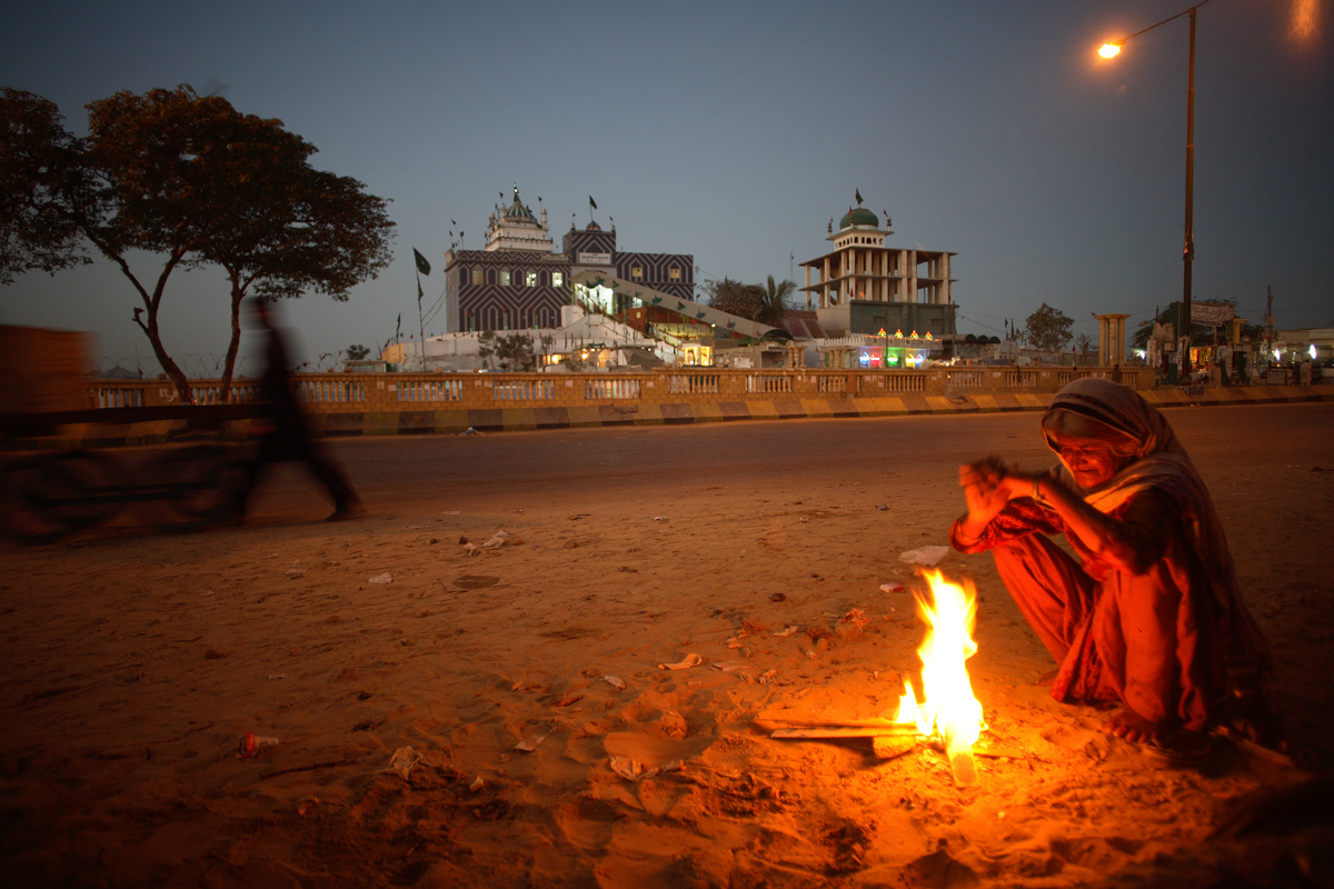 PAKISTAN_1200p_fire