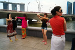 Chinese_ladies_taking_pix