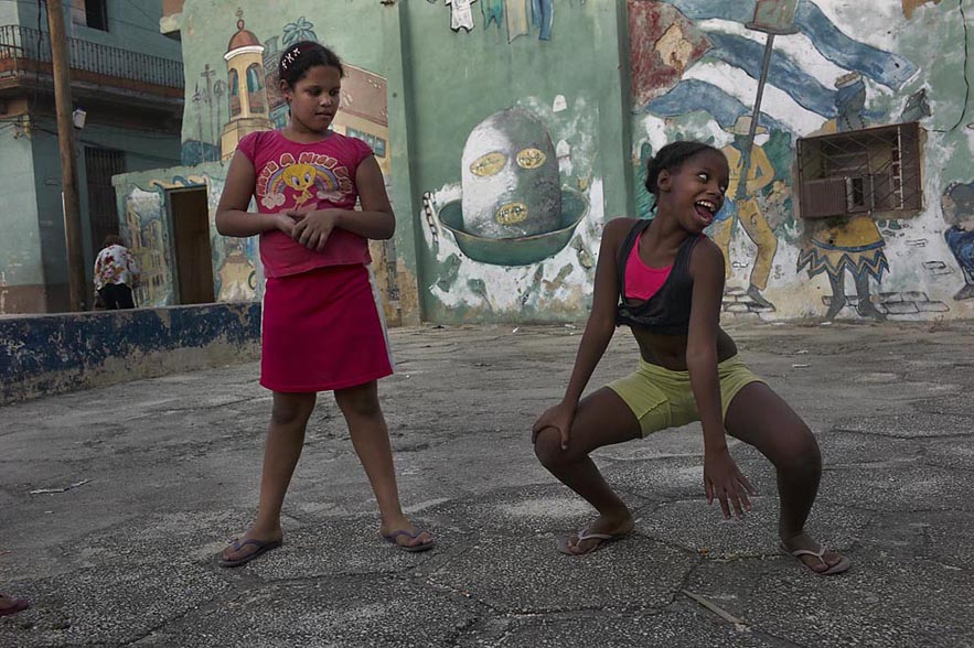 Habana_girls_dancing_with_other_watching_for_web