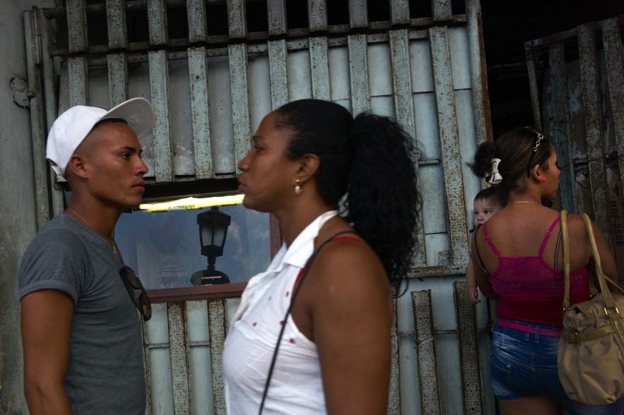 Habana_post_reflexion_with_two_people_for_web