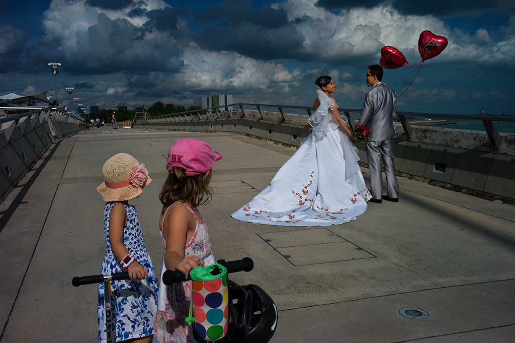 L1096911-Bride-and-two-girls-1024