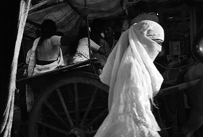 Lady_in_White_Varanasi_8