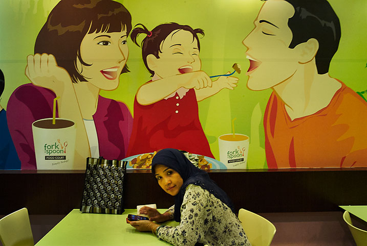 Malay_woman_in_fastfood_restaurant_website