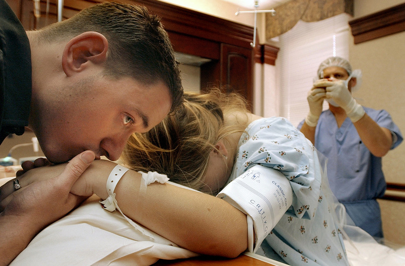 Jonathan comforts his wife Amber in the delivery room as she begins to go into labor. Jonathan, who was told that he would die since he was a boy says that he has to live now to take care of his wife and child.