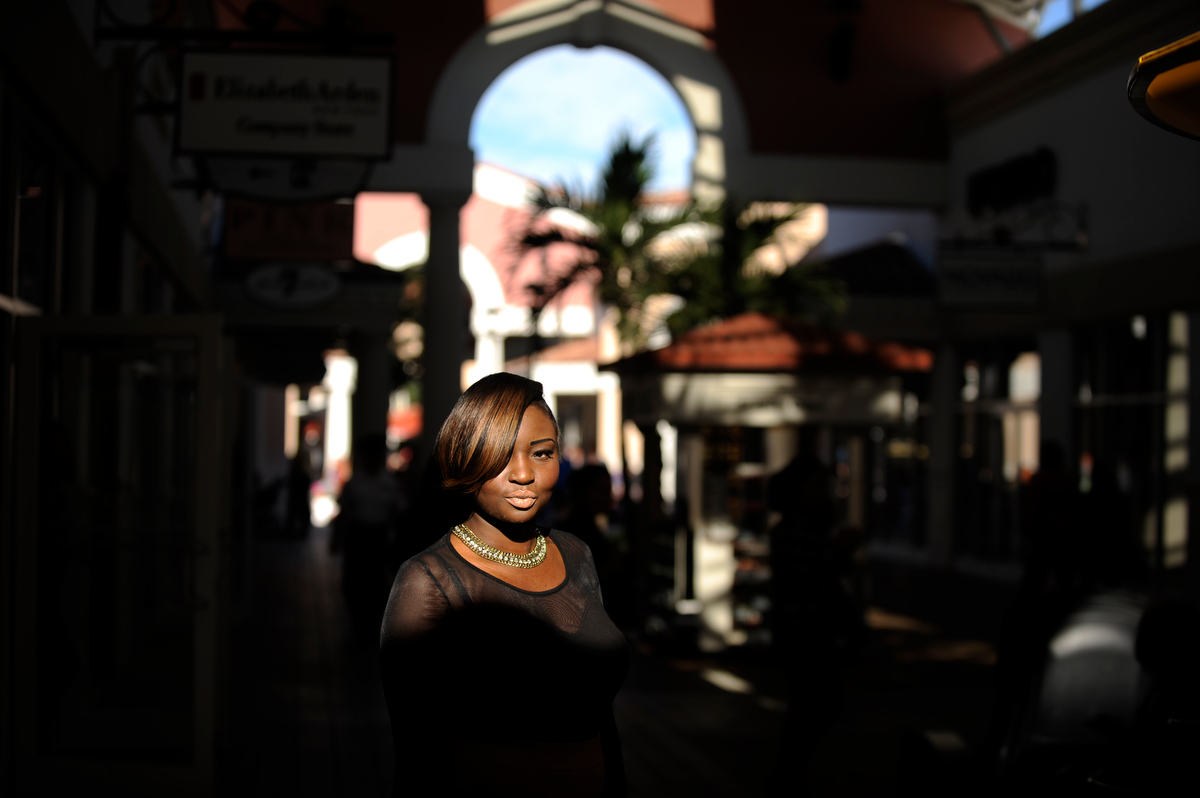 Jessica Price, of Orlando, Fla., walks to her job at an outlet mall on Friday, February 1, 2013 in Orlando, Fla. (David Manning for The New York Times)