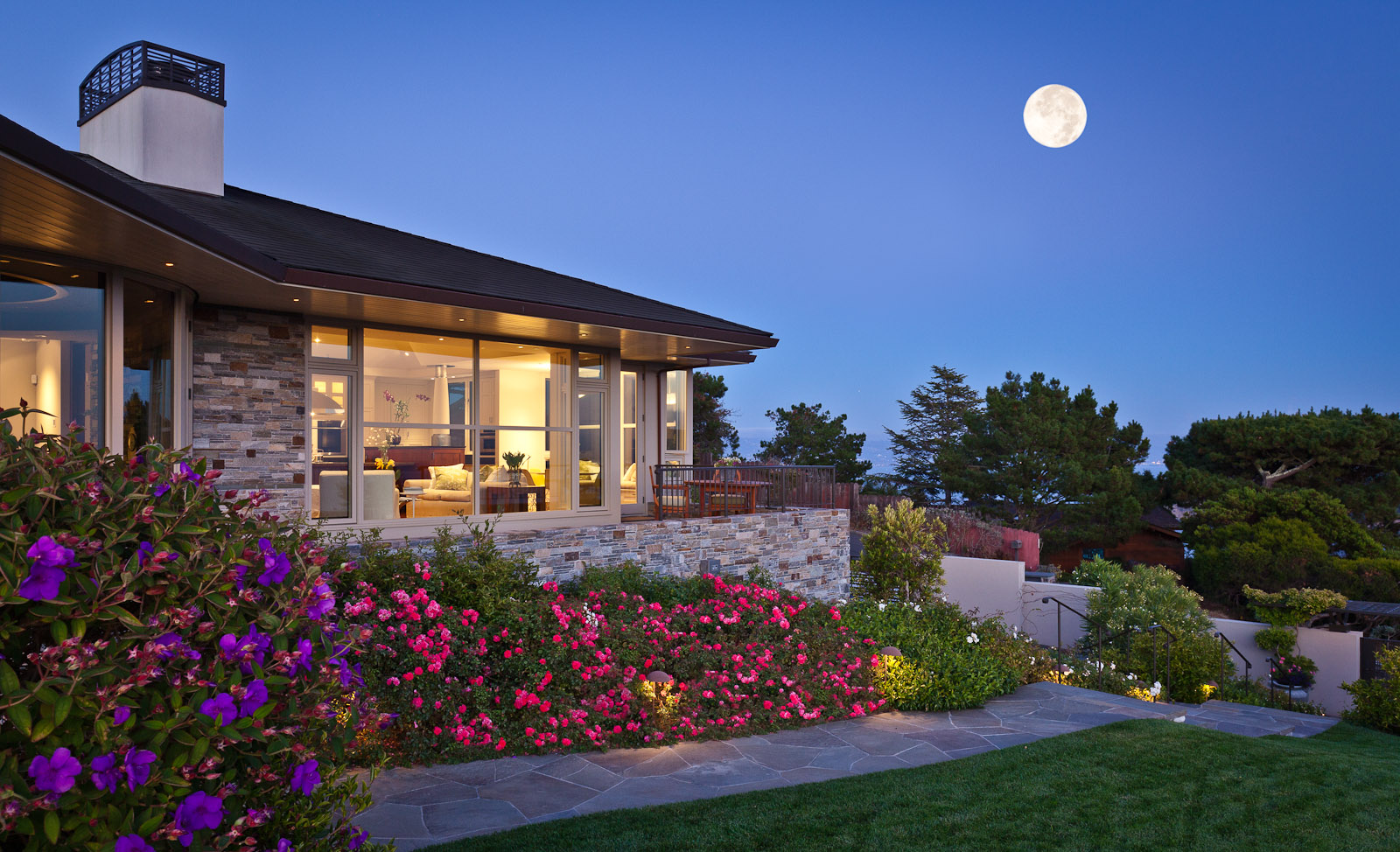 Tiburon home high on the hill with a view to Angel Island and San Francisco. Full moon rising over the horizon. Residence designed by Sutton Suzuki Architects. Photo by Jay Graham