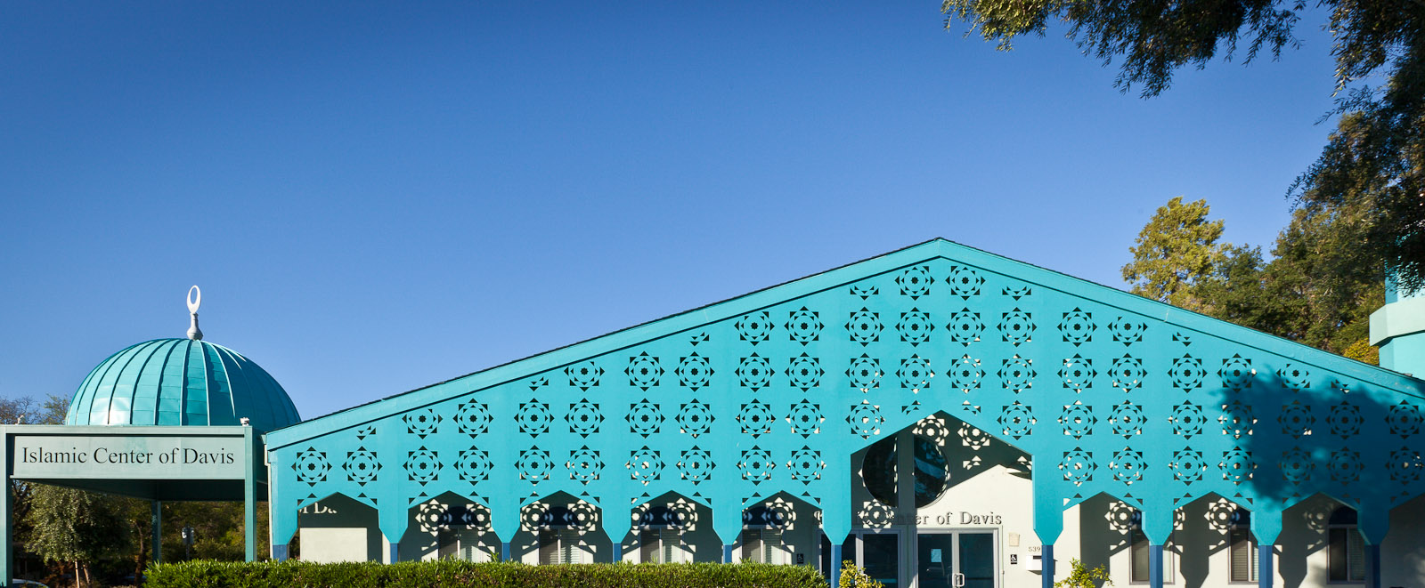 This is the Islamic Center of Davis designed by architect Maria Ogrydziak. Photo by Jay Graham