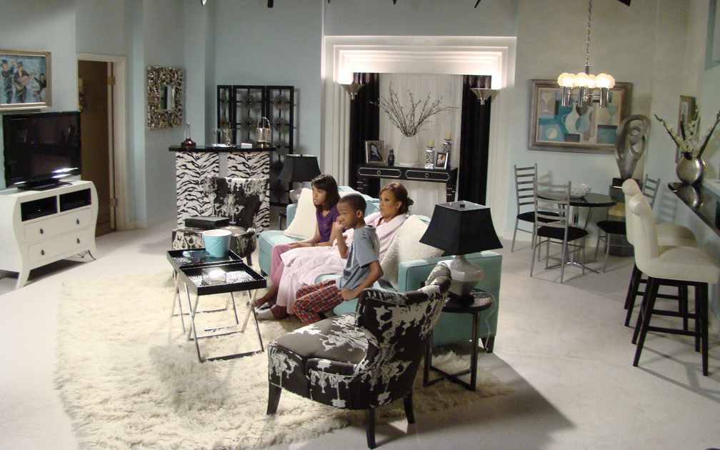 Marilyn's apt. with Telma Hopkins, Teala Dunn