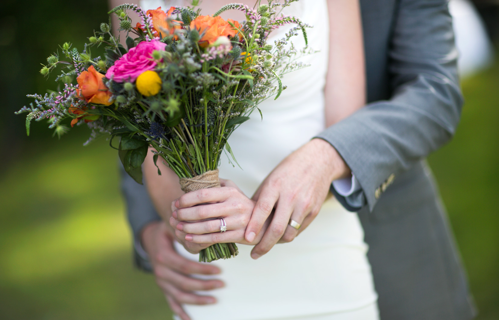 wedding-rings-and-wedding-flowers