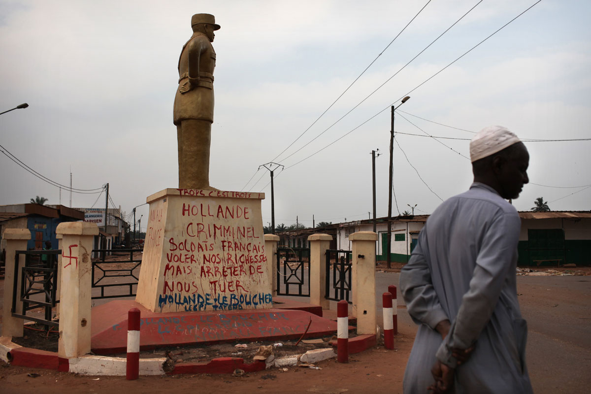 {quote}Hollande Butcher take our shops but stop killing us{quote}.A muslim stands at PK5,Bangui.