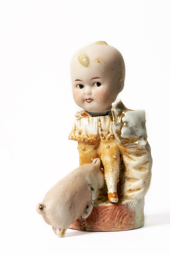 Satch Hoyt (b.1957)Girl with PigsMixed-media, ceramic and porcelain 11,5 x 6 x 9 cm