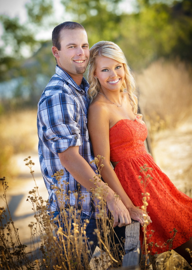 Peters_Canyon_Regional_Park_engagement_session_with_natural_light_at_sunset_010