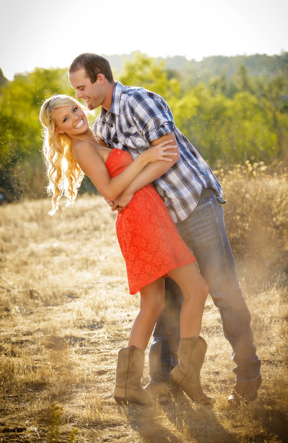 Peters_Canyon_Regional_Park_engagement_session_with_natural_light_at_sunset_011