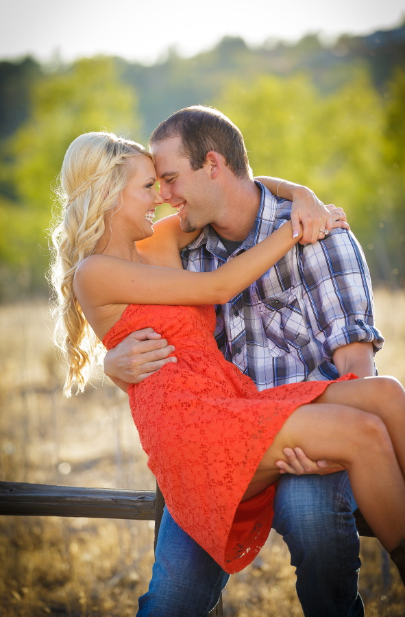 Peters_Canyon_Regional_Park_engagement_session_with_natural_light_at_sunset_016