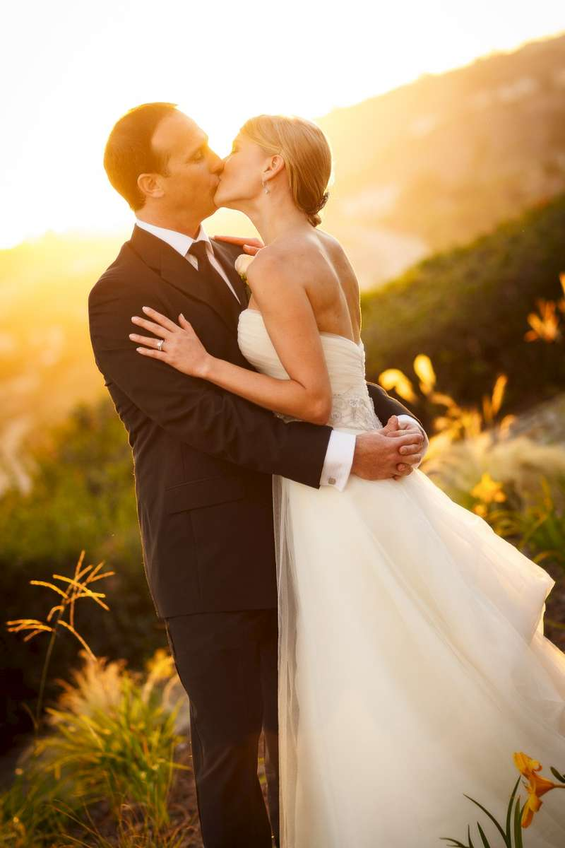 Terranea-Resort-couple-at-sunset-in-Rancho-Palos-Verdes