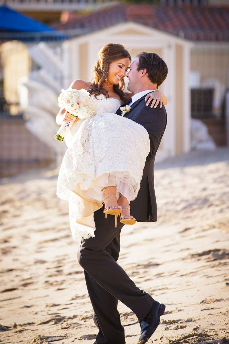 balboa-bay-club-sandy-beach-brida-and-groom-portraits