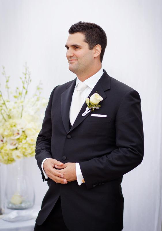 Bill Bushs wife Sydney Davis seen without wedding ring