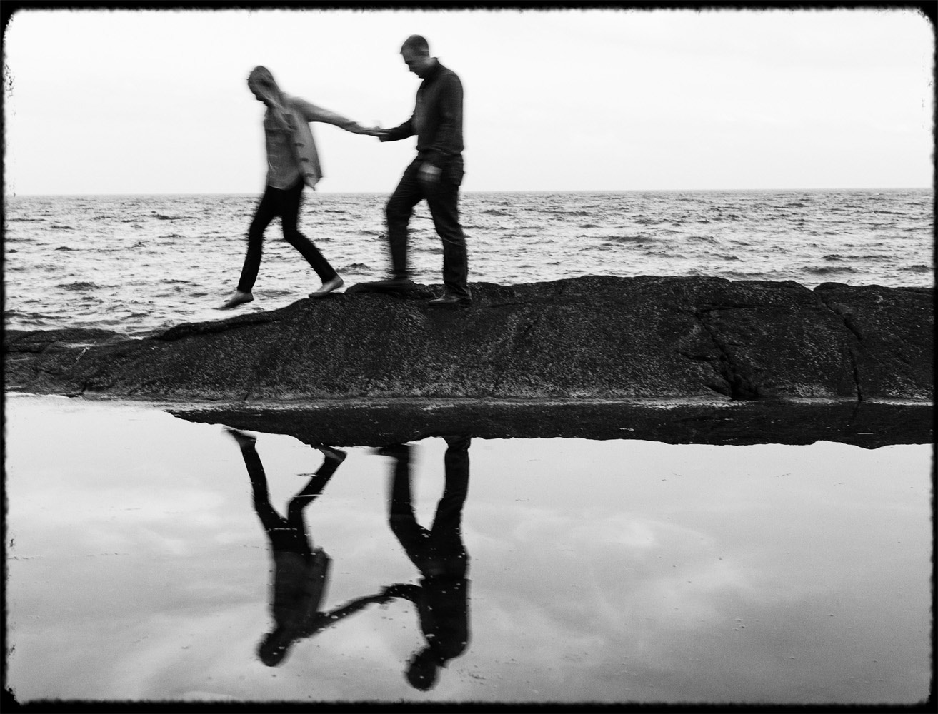 manchester_by_the_sea_engagement_ocean_rocks