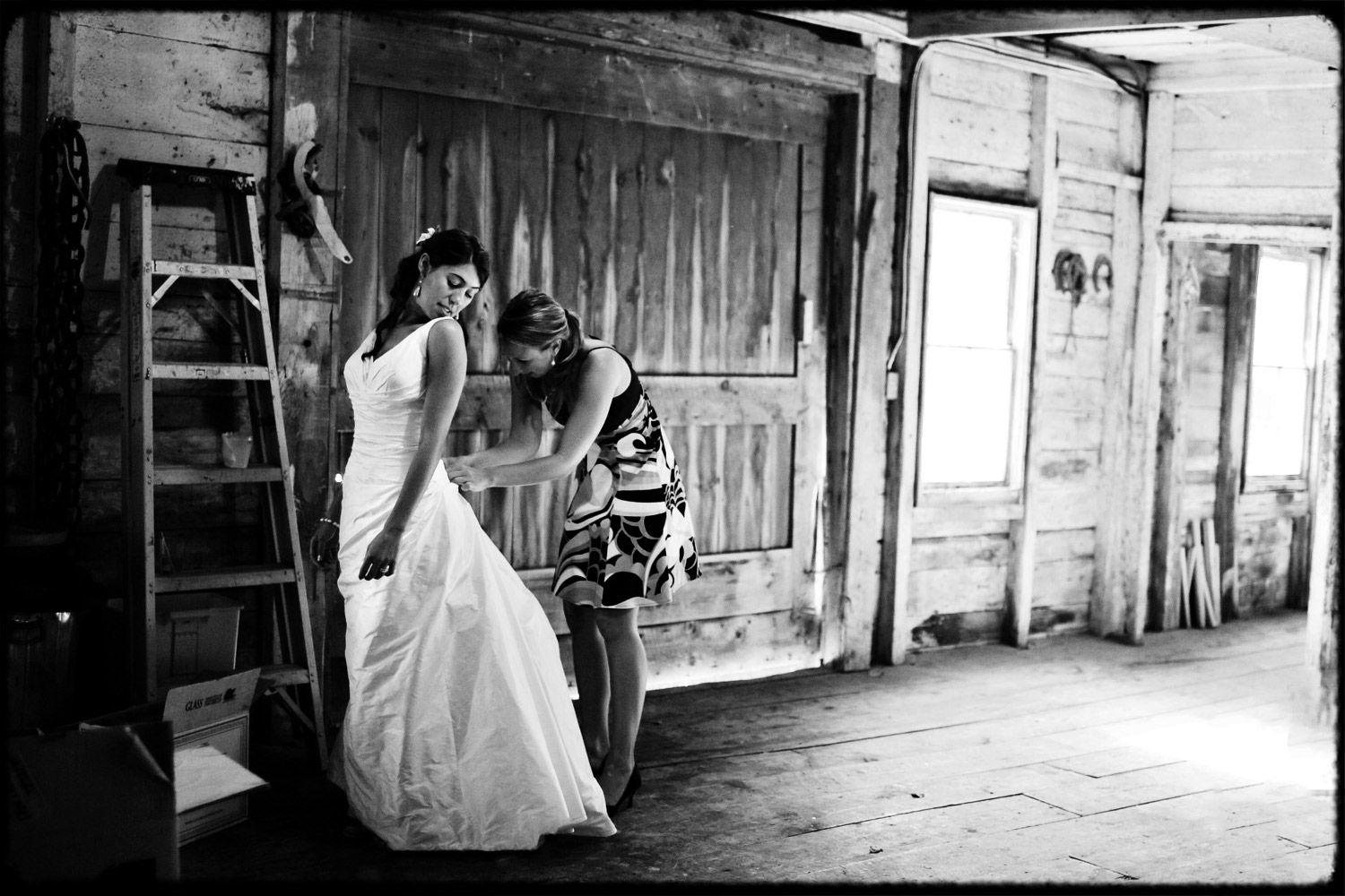 wedding_bustle_in_barn_maine