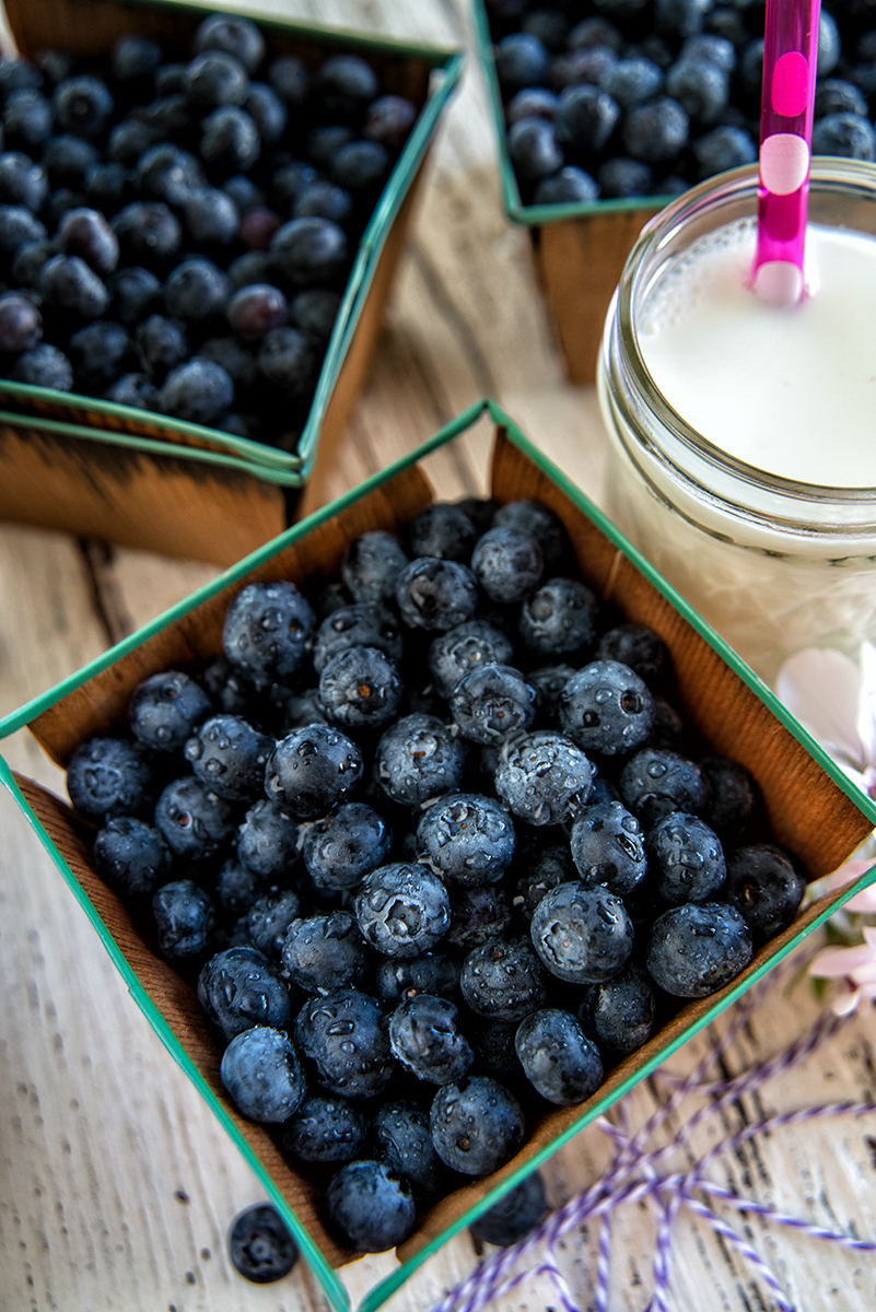 Blueberries-and-milk