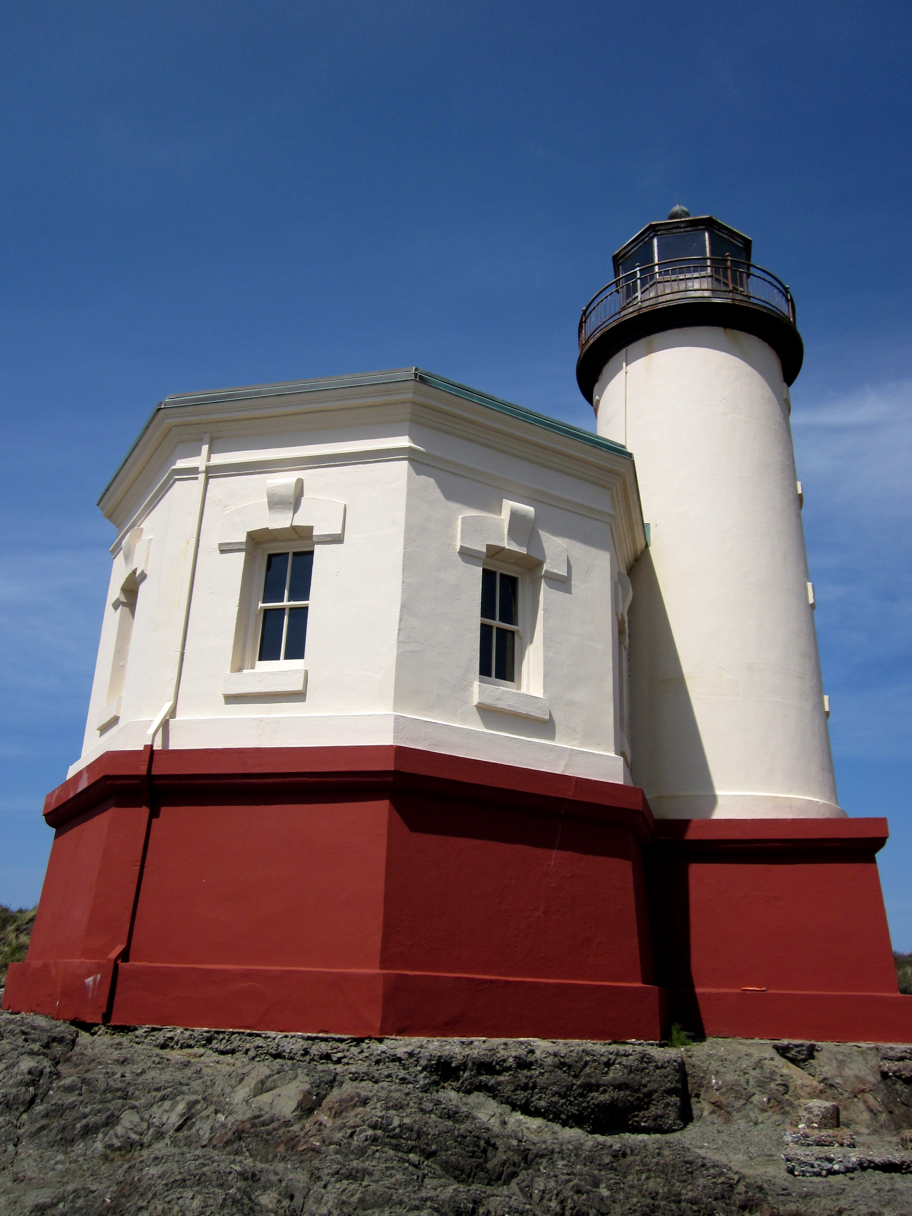 historic-coquilleriver-lighthouse-__7_