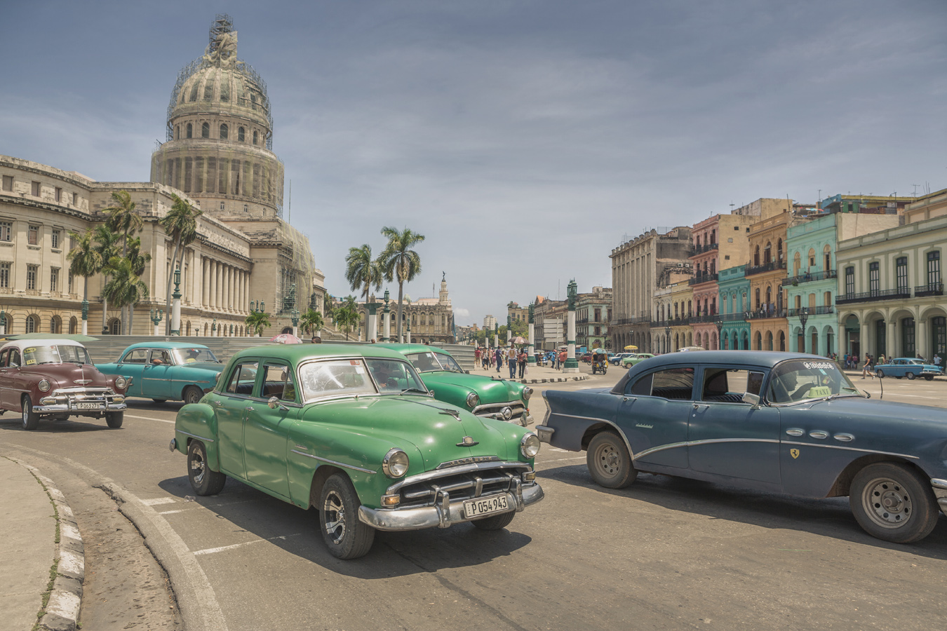 capital building in Havana with old cars