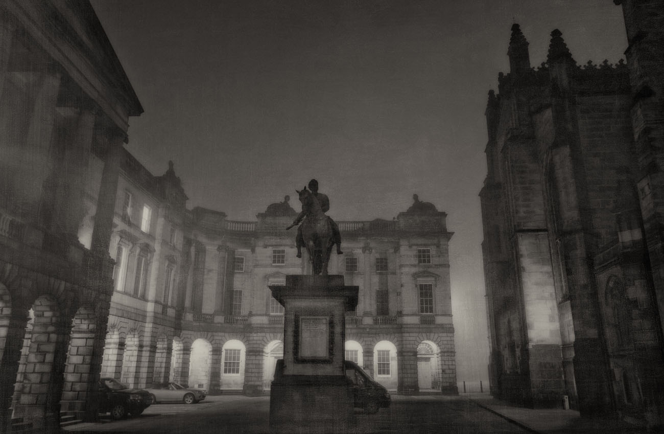 statue at the back of St. Giles Cathederal on a foggy night