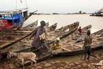 Africa, Mali, Mopti. A glimpse of Mopti. The Bani River. ©Marco Gualazzini for The New York Times