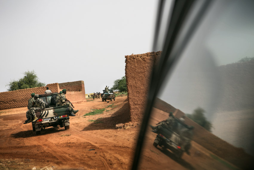 Africa, Mali, Mopti. Malian army at the last outpost before the islamists\' territories began.©Marco Gualazzini for The New York Times