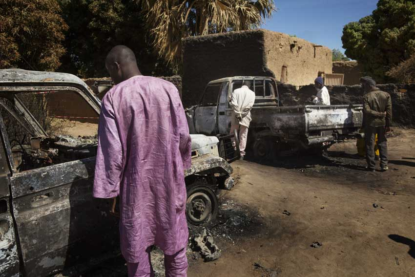 Africa, Mali, Diabaly. Diabaly is free. After Konna, another city has been removed from the grasp of the Jihadists. When Diabaly fell into the hands of Abu Zaid\'s rebels on Monday 14 January, The reaction of Hollande\'s men was immediate. By Tuesday 15, the French were already conducting air raids in the area, but the city was not freed until Friday 18, when French troops entered overland, thus overcoming the last remaining pockets of Qaedist resistance in Diabaly, 400 km from Bamako.The curiosity of a group of locals is awakened by the sight of bombed, burn-out vehicles of the Islamic rebels.21st Jannuary 2013Marco Gualazzini for The New York Times