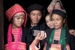 laos-ban-honglerk-akha-pala-family-encounter-technology-photo-by-cyril-eberle-CEB_2440_maptia