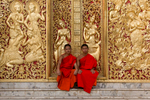 laos-luang-prabang-wat-xieng-thong-monks-golden-doors-photo-by-cyril-eberle-CEB_3264