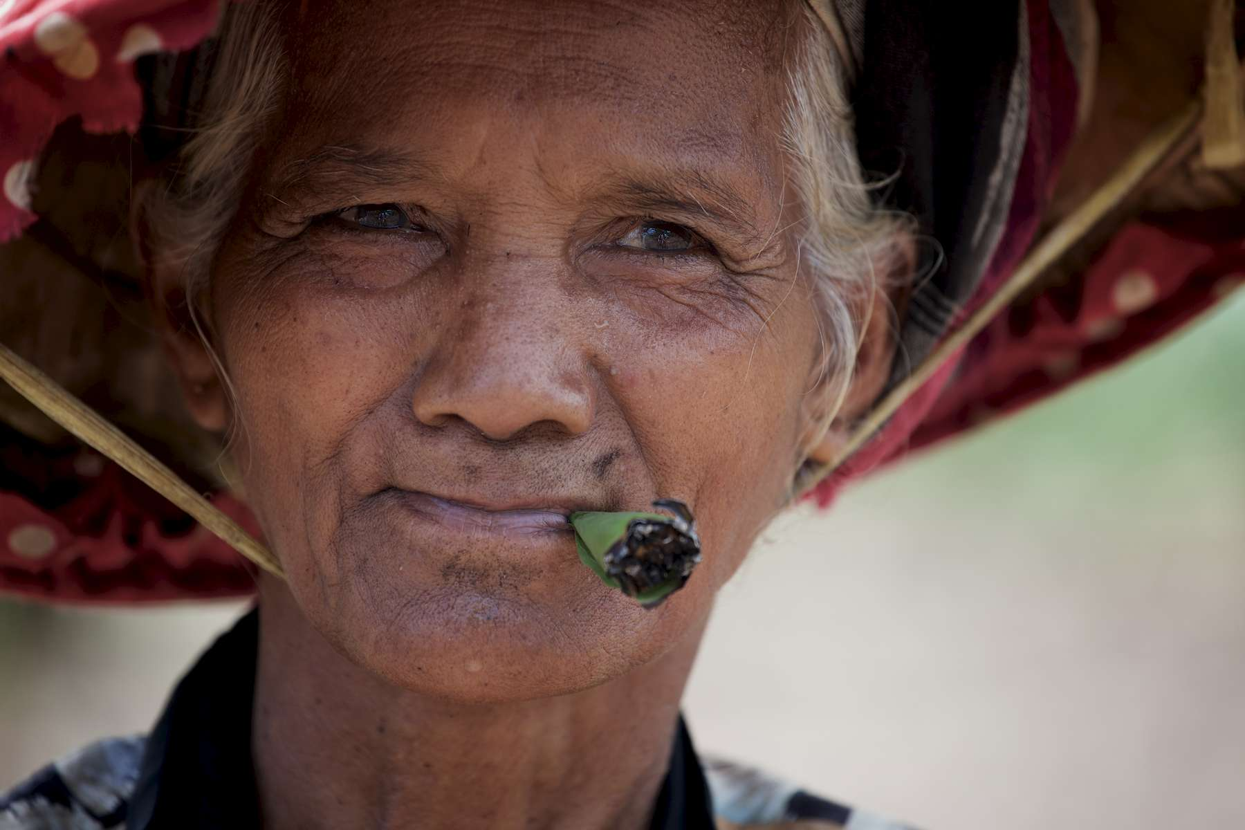 laos-south-bolaven-plateau-lao-tung-smoking-farmer-portrait-photo-by-cyril-eberle-CEB_5108