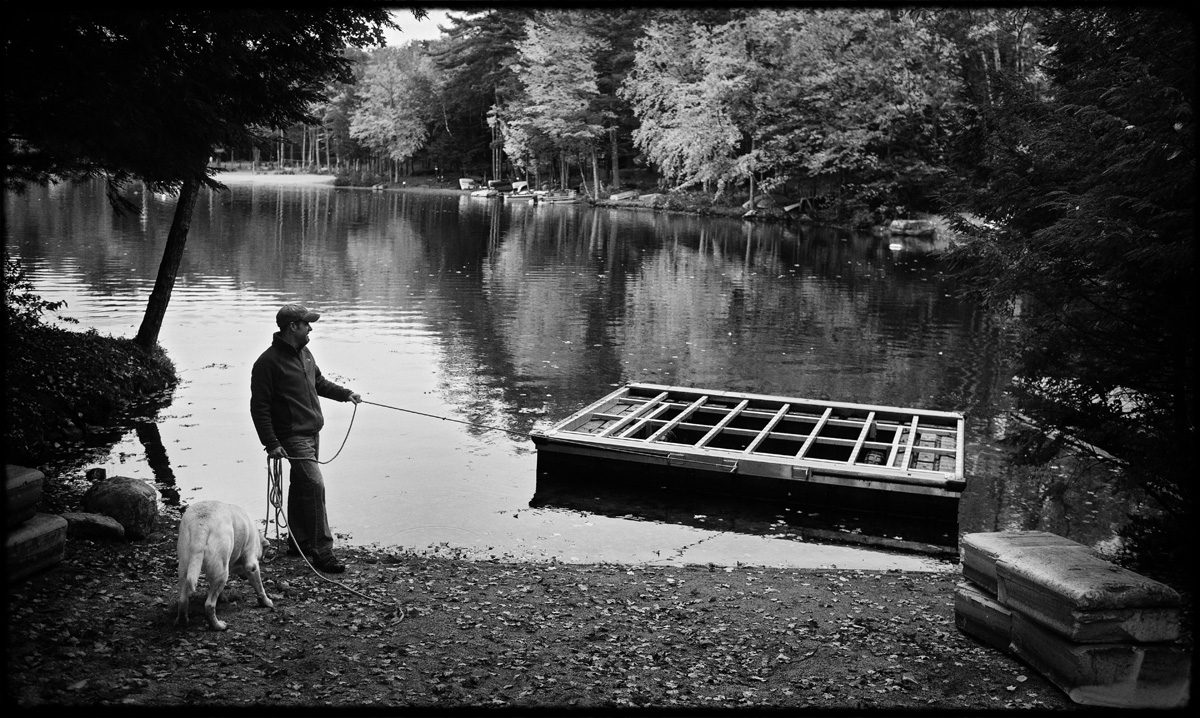 fall_lake_cottage_documentary_family_photography_007
