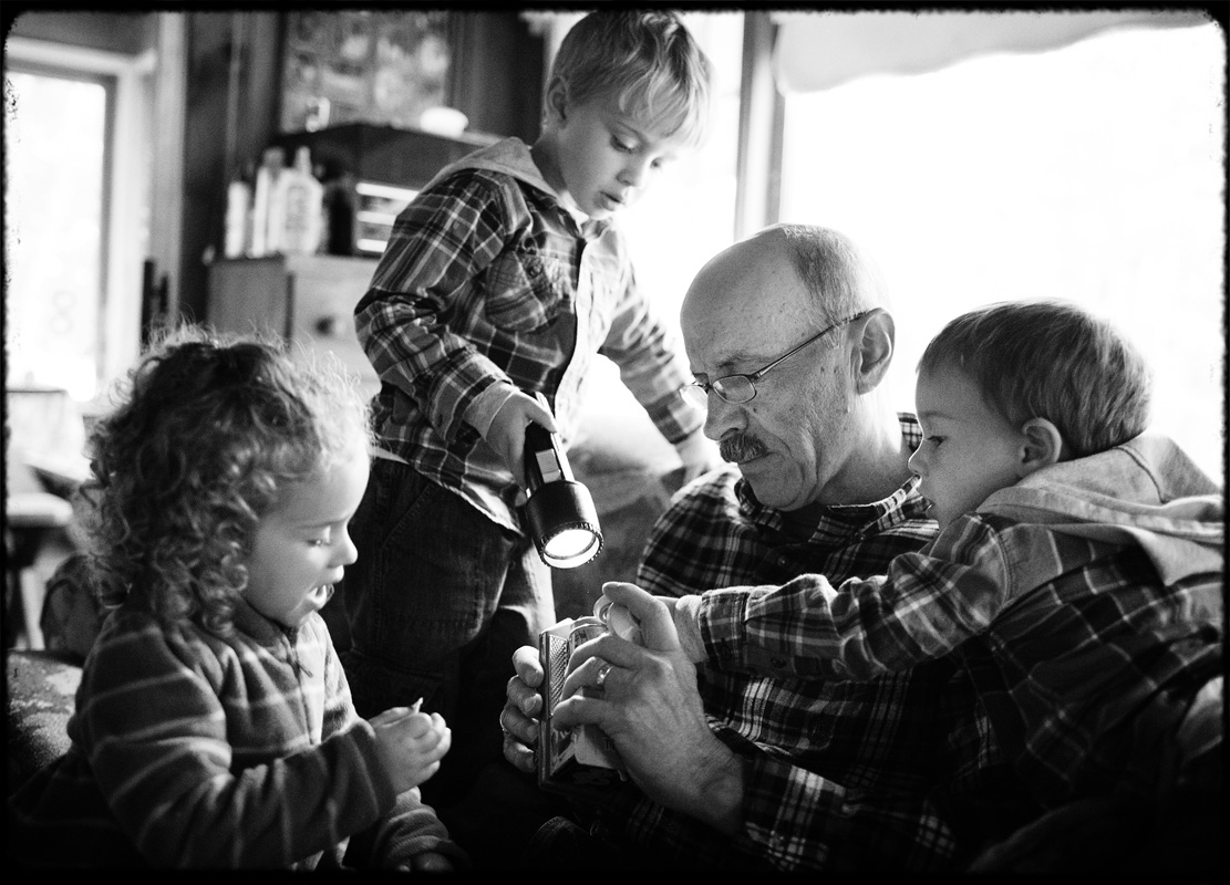 fall_lake_cottage_documentary_family_photography_016