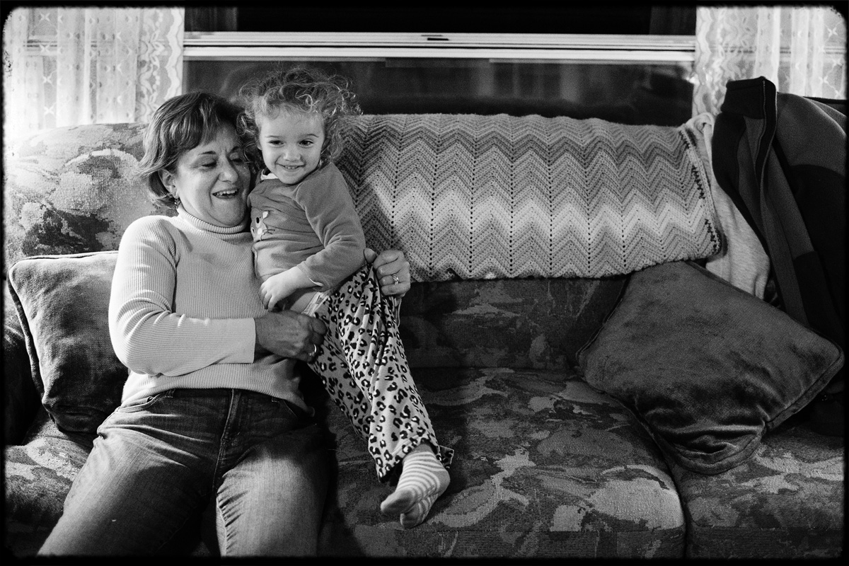 fall_lake_cottage_documentary_family_photography_032